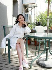 王艺诺穿白衬衫搞定清新girl风