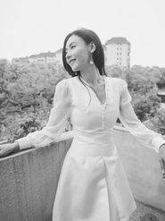 气质绝尘!张柏芝随手拍白裙复古优雅