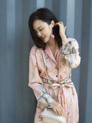 甘露粉红睡衣装美炸  实力演绎行走的衣架