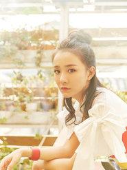 姜瑞佳发布夏季写真  演绎阳光房的清新少女