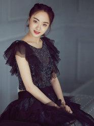 孙铱写真曝光 黑纱裙造型显古典文艺范儿