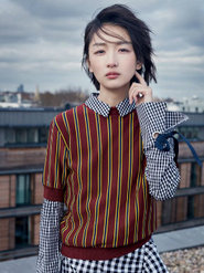 周冬雨登时尚杂志封面 街头酷美范儿十足