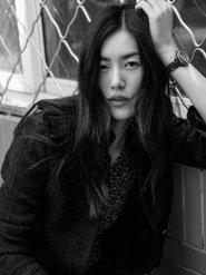 刘雯杂志封面大片质感十足 超模魅力势不可挡