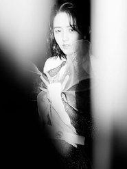 佟丽娅写真曝光 薄纱裙勾勒线条显朦胧神秘