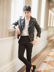 刘昊然亮相派对  黑皮衣白衬衣尽显时尚功力