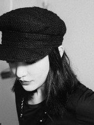 周迅一身黑色LOOK头戴鸭舌帽 显得青春时尚俏皮