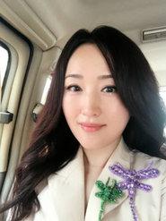 46岁杨钰莹早起晒自拍 气质温婉