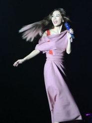 田馥甄上海办演唱会 造型妖娆百变
