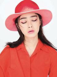 蒋欣拍摄的一组时尚大片演绎魅惑优雅