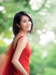 杨千嬅穿红色长裙仙气飘飘女神范儿足 笑容清新迷人似出嫁新娘