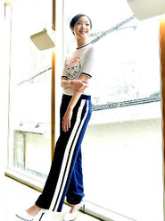 韩国人气女星金高银高清写真 纤细美腿彰显气质