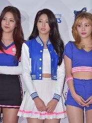 人气女团AOA亮相某品牌发布会 短裙长腿美翻天