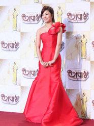 APINK红色晚礼服盛装出席发布会 气质出众令人惊艳