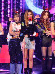 女团EXID演唱会美照来袭 美腿比颜更亮眼!