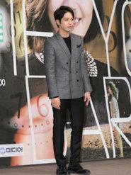 郑容和帅气亮相发布会 时尚西装搭配高级感Max