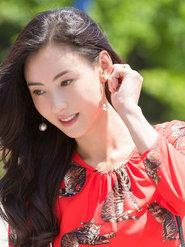 张柏芝红裙写真曝光 优雅时尚展夏日风情