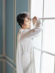 海清解锁时尚新风格 优雅演绎白天鹅美若天仙