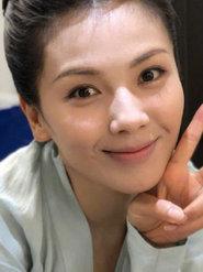 刘涛毕业季比耶甜笑 身穿古装微露事业美丽动人