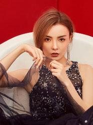 赵宇彤星空裙写真曝光 气质高贵妩媚动人