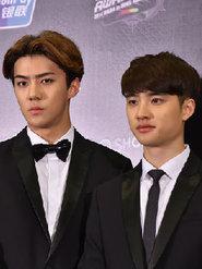 EXO出席发布会 西装造型帅气十足
