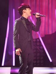 EXO现场演唱经典歌曲 引歌迷合唱