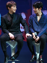 EXO亮相明星见面会 与粉丝分享巡演趣事