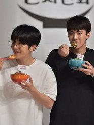 吴世勋亮相综艺节目 跟着欧巴寻找美食