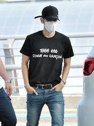 EXO现身仁川机场 身着便装也帅气
