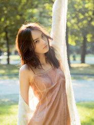 杨之楹写真曝光 阳光下肆意奔跑灵动少女感十足