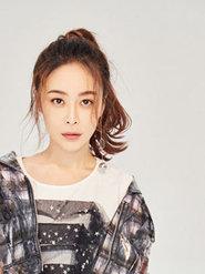 李羿瑄写真大片曝光 简单随性的发型少女十足