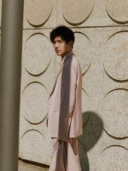 刘昊然再登大刊封面 展示大男孩儿本性