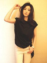 全智贤晒优雅写真 简单装扮气质满分-韩国女明星