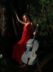 音乐系校花户外写真 一袭飘逸长裙尽显自然本色-小清新