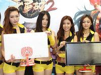 "ChinaJoy2013:AOC ShowGirl ""吉美T台秀"""