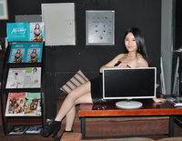 全新视觉体验 三星PLS面板显示器携美女亮相