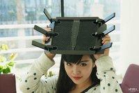 美女带你赏夜鹰 全球最快三频路由NETGEAR R8000