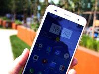 双2.5D玻璃+五面晶棱切割中框 蓝魔手机MOS1真机图赏