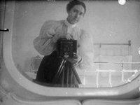 19张来自银盐时代的摄影师自拍