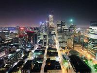 Tom Ryaboi:脚底下的城市