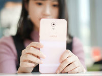 多一点粉饰 糖果高像素手机S9美女图赏