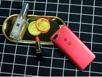 最强王者手机 一加5T熔岩红新机图赏