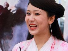 杨紫造型清新演白娘子 笑起来表情有点崩