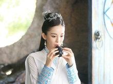 《择天记》曝剧照 娜扎白衣奏乐冰雪颜