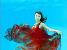 乌克兰摄影拍水下月历 姿态妖娆