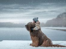 最萌身高差!俄大狗和小孩互动超有爱