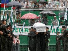 他们回到了球场 球迷雨中送行