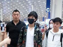 王俊凯,时装周,机场,米兰,造型时髦,