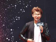 黄子韬出席《夜空中最亮的星》开机发布会