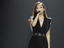 张靓颖,小黑裙,优雅亮相,