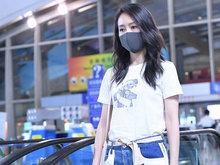王鸥现身首都机场 口罩遮面依旧女神范